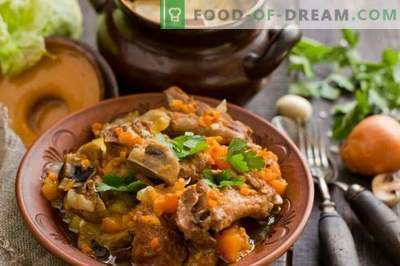 Pork ribs in a pot with pumpkin and champignons
