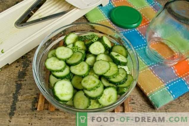 Salade de concombre aux oignons pour l'hiver