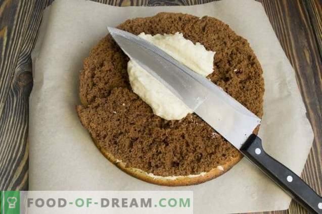 Mājas kūkas kūka ar mannas krējumu