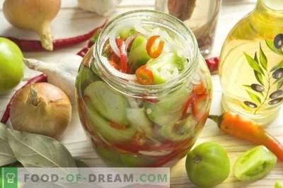 Salată de roșii verzi cu ceapă și ardei pentru iarnă