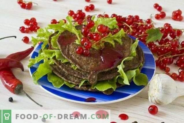 Panqueques de hígado de pollo con salsa de grosella roja