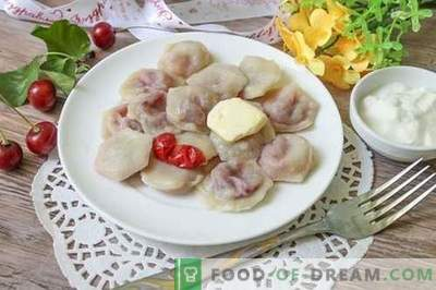 Süße Knödel mit Kirschen sind ungewöhnlich und appetitlich!