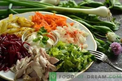 Daržovių salotos su mėsa