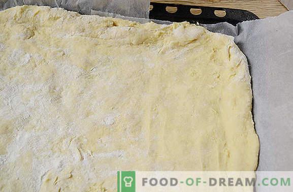 Geriebene Marmeladentorte ist eine schnelle Überraschung am Morgen. Schritt-für-Schritt-Fotorezept von krümeligem Shortcake mit Marmelade auf Margarine