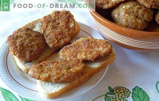 Söögiriistad nagu söögitoas - nad on saadud kodus! Nõellaste sööklad manna, leiva, kartulite ja riisiga